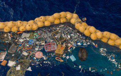 Boyan Slat: una pantalla gigantesca que, en arreglo a las corrientes, recoge toneladas de basura