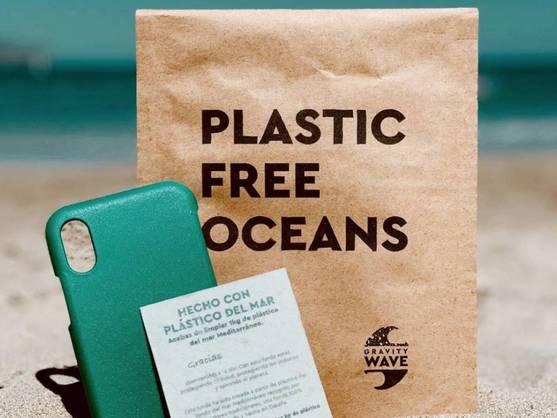 Gravity Wave: Fundas de móvil con plástico reciclado del mar